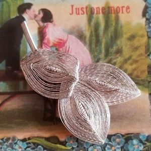 Vintage sculpted wire leaf brooch silver tone pin